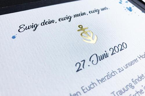 Individuelle Hochzeitskarte. Glaube, Liebe, Hoffnung mit Goldprägung