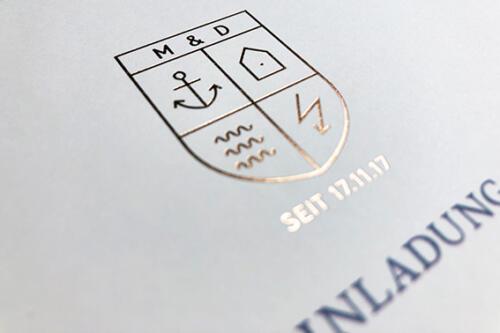 Individuelle Hochzeitskarte. Klappkarte mit Kupferprägung