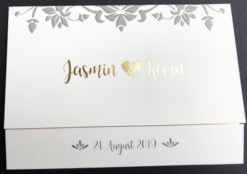 Individuelle Einladungskarte zur Hochzeit. Klappkarte mit Goldprägung