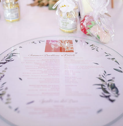 Individuelle Tischkarte im Design der Hochzeitskarte